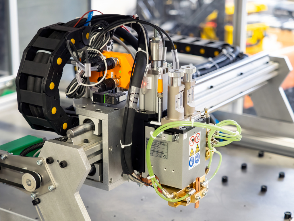 LION Smart workshop - contactor plate welding machine side view
